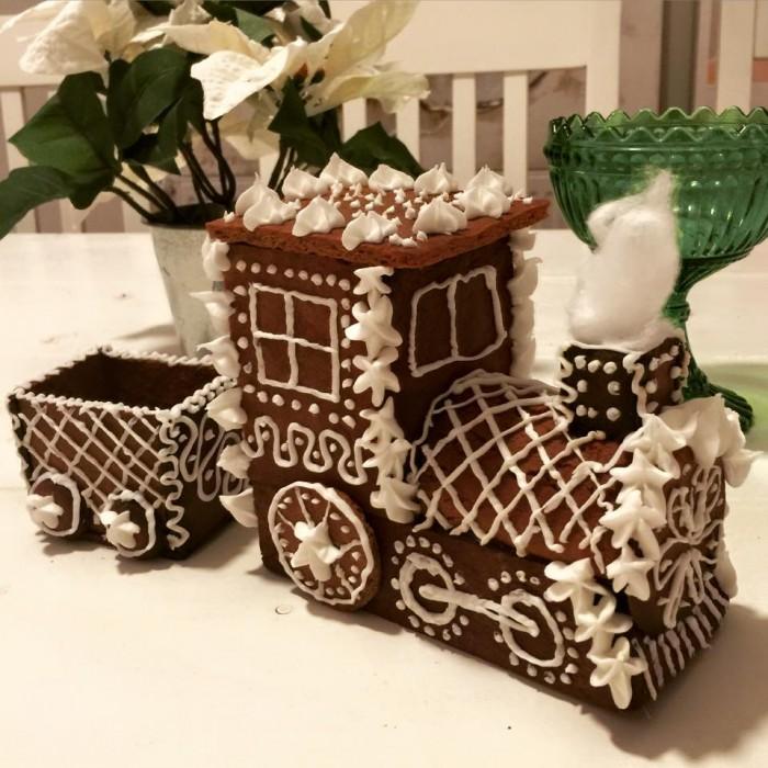 Förra julen orkade jag faktiskt inte göra ett stort hus så det fick bli ett tåg!