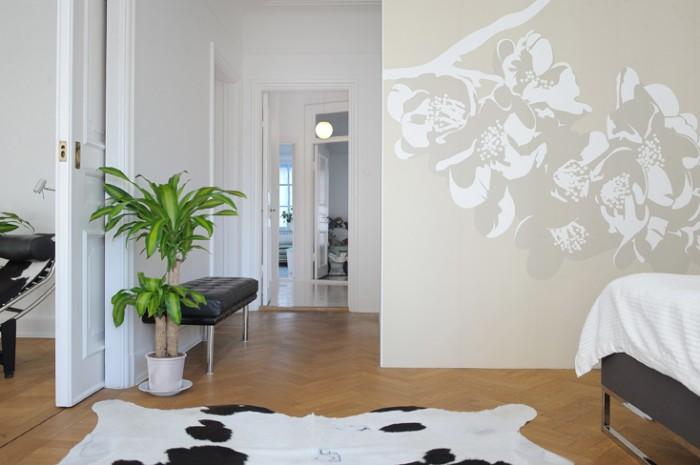 Väggmålningen är placerad på en walk-in-closet som vi byggde i master bedroom.
